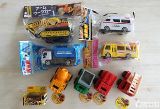100均で売っているおもちゃの働く車の画像
